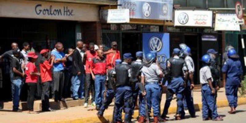 police block ZCTU demonstration 11 october 2018 at the ZCTU head office in Harare
